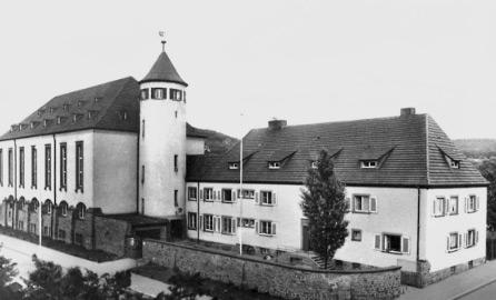 Auf dem Bild ist das alte Kinderheim in Aschaffenubrg zu sehen.
